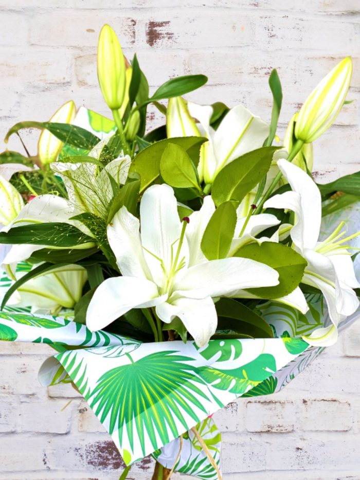 THE CLASSIC WHITE LILY BUNCH